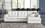 divan en L blanc dans un salon